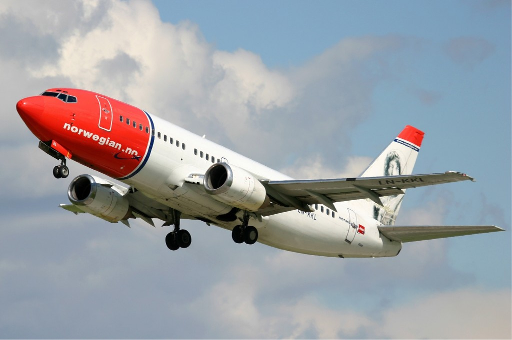 Norwegian_Air_Shuttle_Boeing_737-300_Pichugin